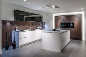 witte keuken met eiland